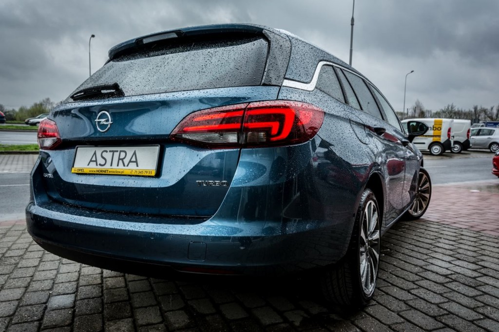 TEST – Astra V Sports Tourer – czy auto posiadające tytuł Car of the Year 2016 jest warte swojej ceny?