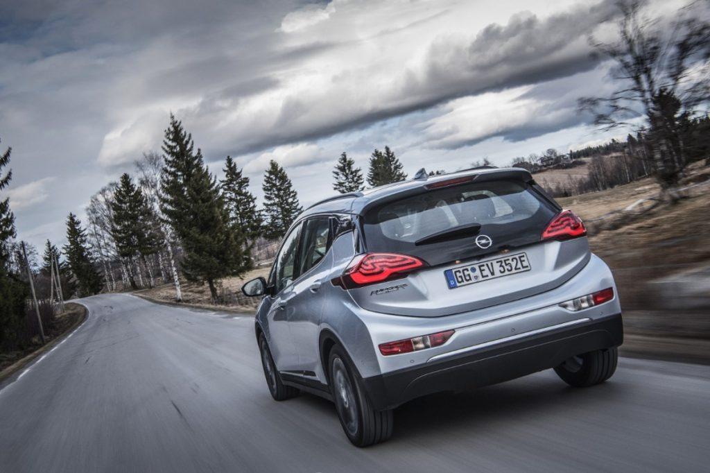 Elektryczny Opel Ampera-e i nowa koncepcja prowadzenia samochodu