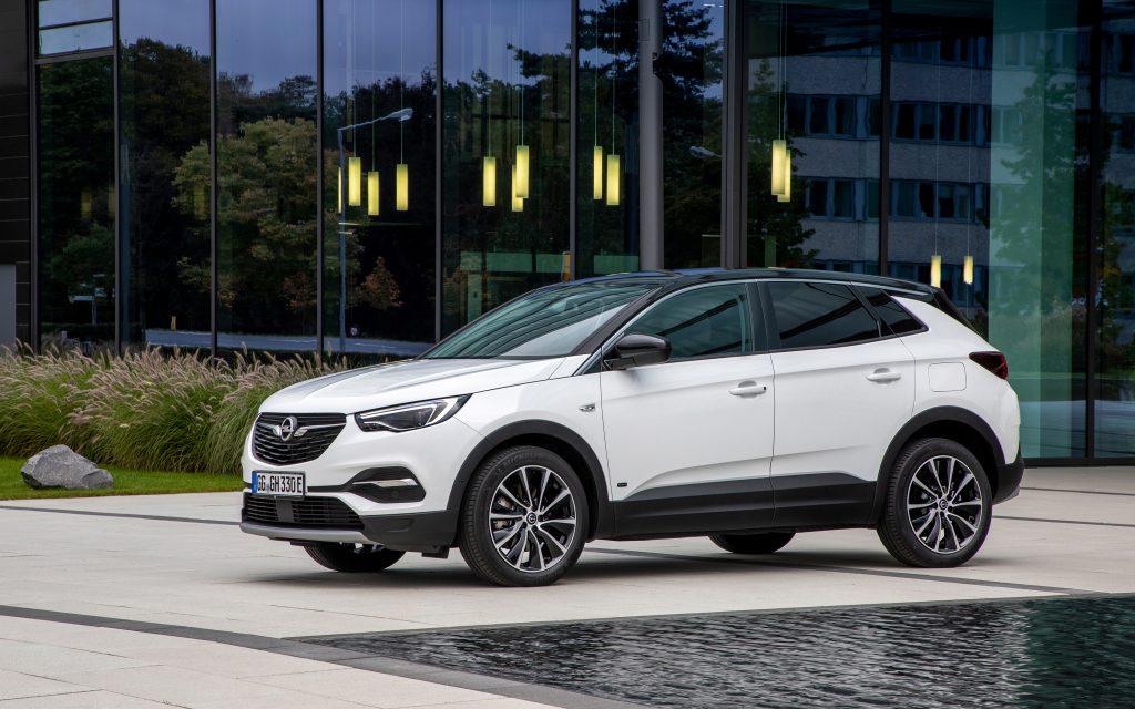 Nowy Opel Grandland X jako hybryda plug-in z przednim napędem